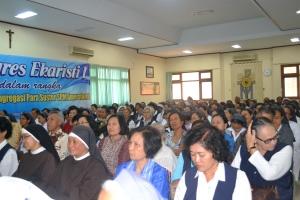 Para peserta kongres Ekaristi saat mendengarkan penjelasan narasumber