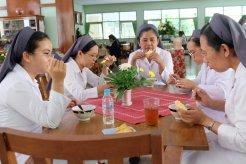 Menimba kesegaran melalui makan bersama