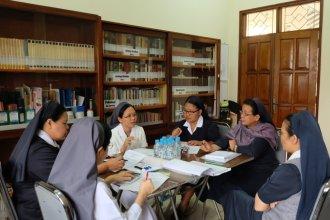 suasana diskusi dalam kelompok