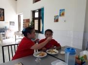 Saling melayani sebagai tanda kasih.